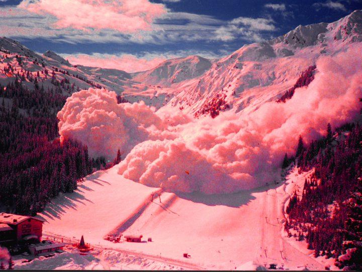 """""""Lawinen kann man auslösen, wenn irgendein etwas unvorsichtiger Skifahrer an den Hang geht und ein bisschen Schnee bewegt""""."""